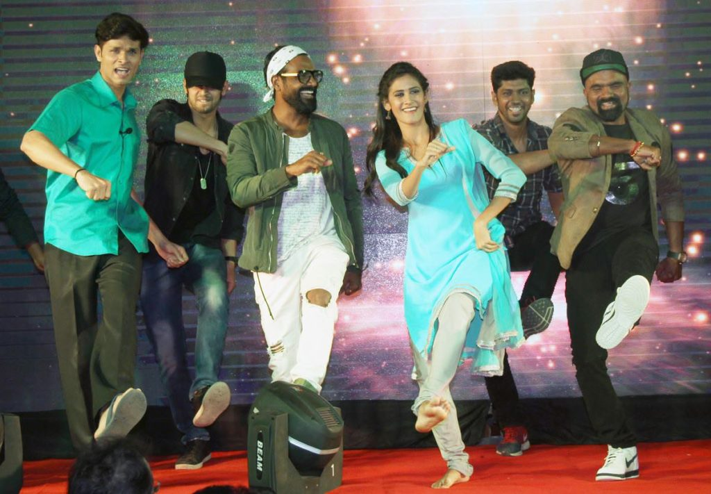 Remo D'souza Does the Signature Step of Disu Laglis Tu Song From Gavthi Movie